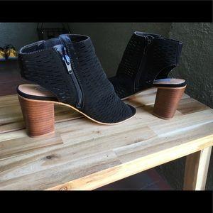 Steve Madden perforated  block heel size 8.5